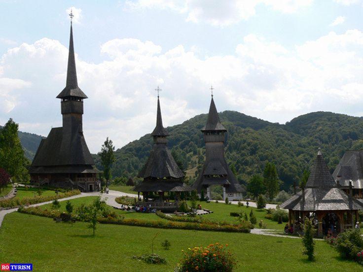 Manastirea de lemn Barsana, construita in 1720, este unica biserica UNESCO care initial a fost manastireasca, apoi a devenit parohie, in anul 1806