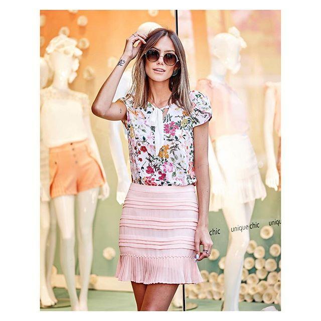 Look super fofo 💕 Blusinha estampadinha e saia plissada com bordado de pérolas #beUniqueChic #uniquechic10anos