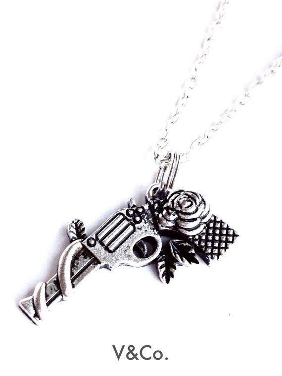 Collar de pistola, pistolas y collar de rosas, joyería simbólica, pistola plata collar, collar de revólver, arma flores joyería, pistola de regalo entusiasta
