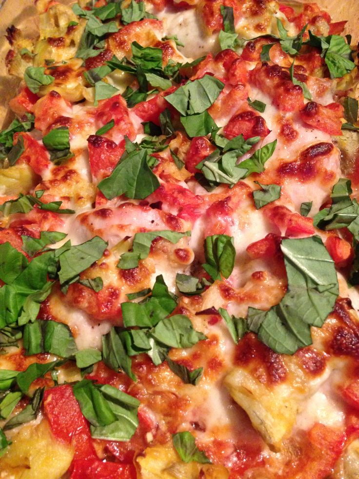 Skinny Italian: Baked Chicken with Tomatoes, Artichokes, Garlic, and Mozzarella (oven).  Ingredients: chicken thighs, tomatoes, artichoke hearts, garlic, mozzarella cheese (optional), fresh basil leaves, flour for thickening.