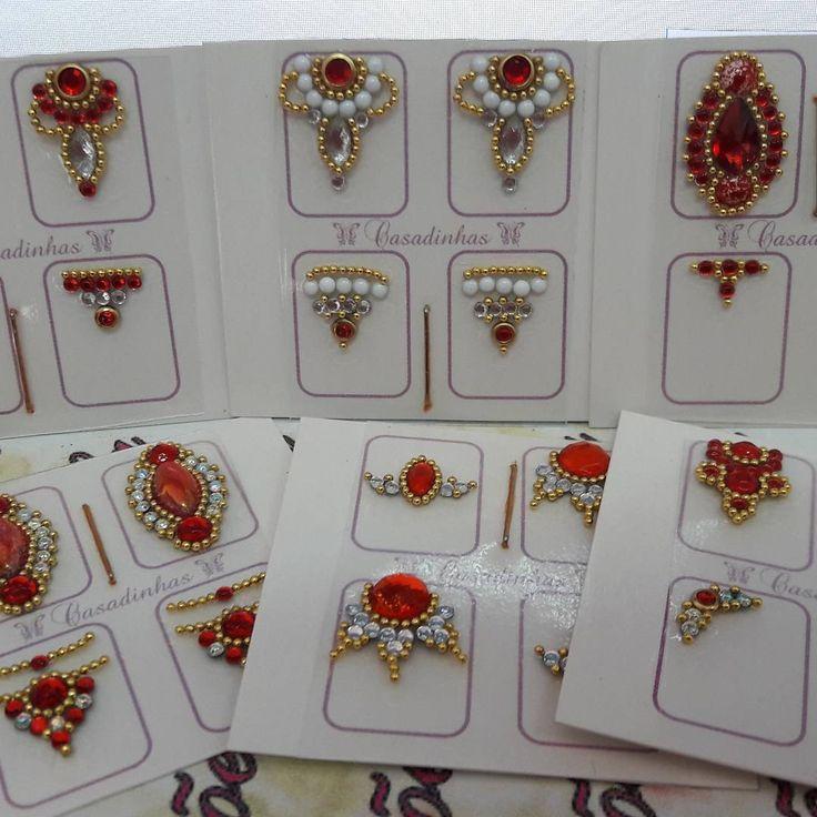 Vermelhas lindíssimas...joias de unhas Criações Vilela enviamos para todo o Brasil informações no Whatsapp 43 99689 6424 com pedrarias lindíssimas da parceira Fernanda @artesdaferatelie