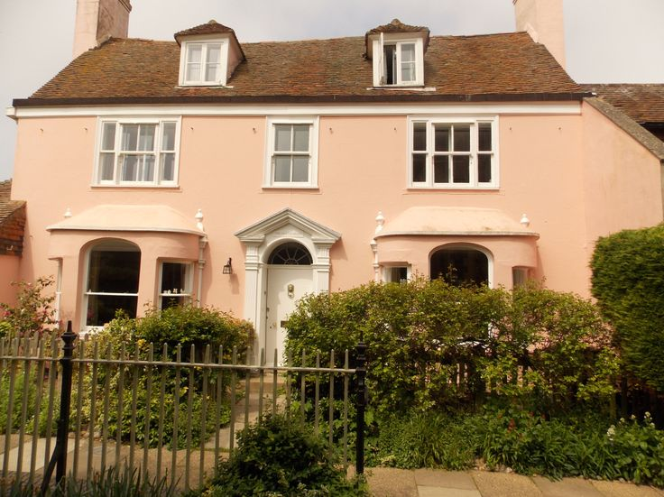 For those of you who love the Mapp and Lucia books and series, this pink house in Rye, East Sussex will be the location of the Christmas special. I was talking to the lovely chap who owns the house so look out for it