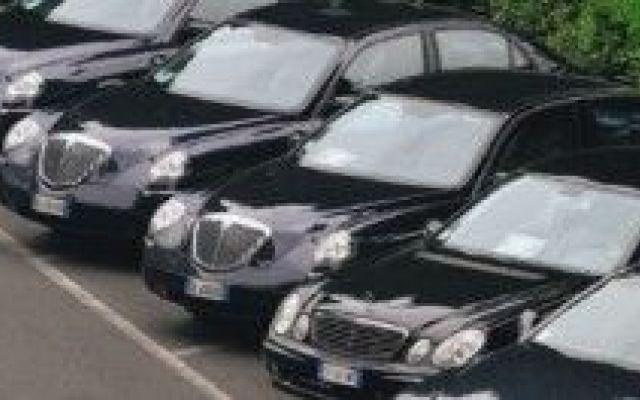 Auto blu dei politici in vendita su Ebay, l'idea di Renzi per fare cassa #auto #blu #matteo #renzi