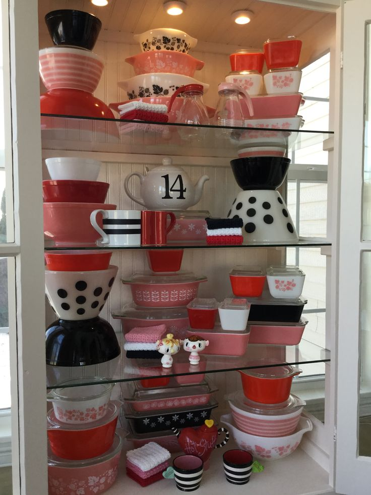 1000 ideas about pyrex display on pinterest pyrex for Kitchen display