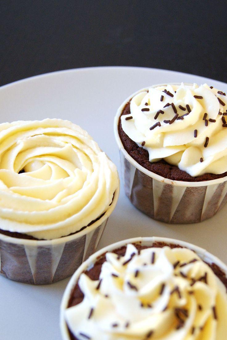 Cupcake chocolat glaçage vanille cream cheese