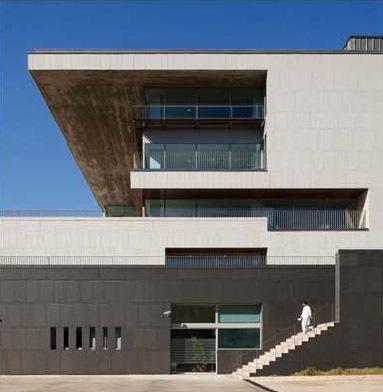 fachada con aplacado de piedra - Sistema Masa - Hospital Sant Pau