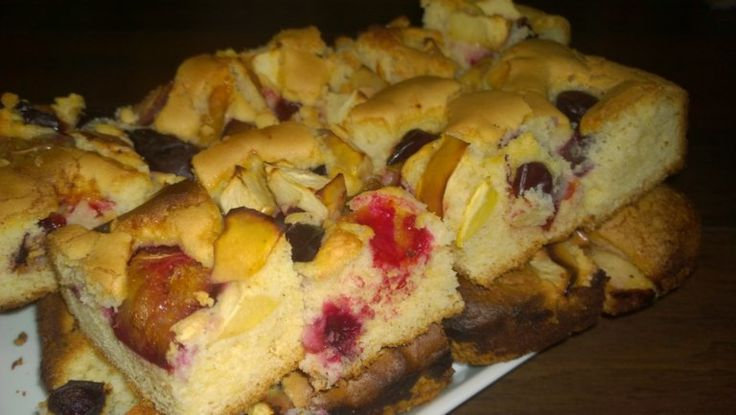 cobbler with plums and apples