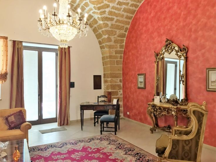 6-bedroom villa with B&B in Sicily Ref: 009-17, Augusta, Sicily. Italian holiday homes and investment property for sale.