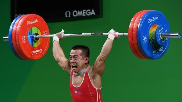 Norcoreano ganó medalla de plata y se suelta en llanto porque será ejecutado…