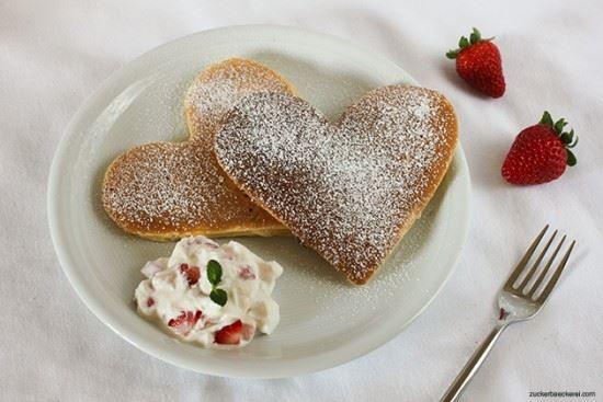 Herzpancakes mit Erdbeerquark Rezept eingesendet von: Jana   #Pancake #Erdbeeren