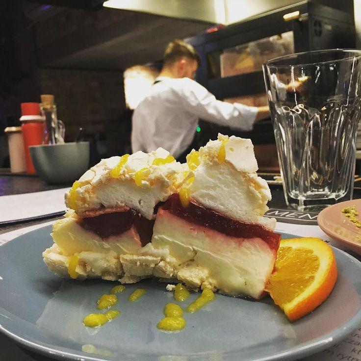 Obiad w Ćma @cmabymateuszgessler w hali Koszyki. Wow. Absolutnie najlepsza kaczka jaką w życiu jadłam pyszne raki no i ten deser... Perfekcja! Żałuję że więcej nie zmieszczę... Dzięki @marta.malecka za polecenie! #braksłów