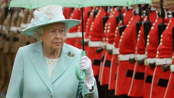 37 años atrás, el desconocido intento de un joven de Nueva Zelanda de asesinar a la reina Isabel II de Inglaterra VER