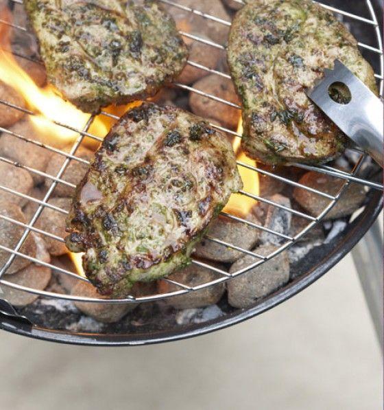 Intensive Aromen aus Petersilie, Senf, Thymian, Zitrone und Honig machen diese Steaks zu everybody's Darling!