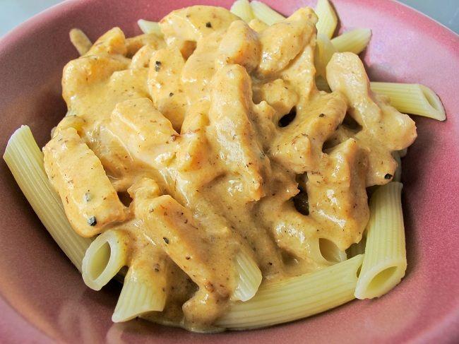 Pasta Alfredo är inget för den som skippar feta mjölkprodukter, men den är optimal för LCHF:aren om man byter ut pastan mot en sallad eller liknande. Enkel