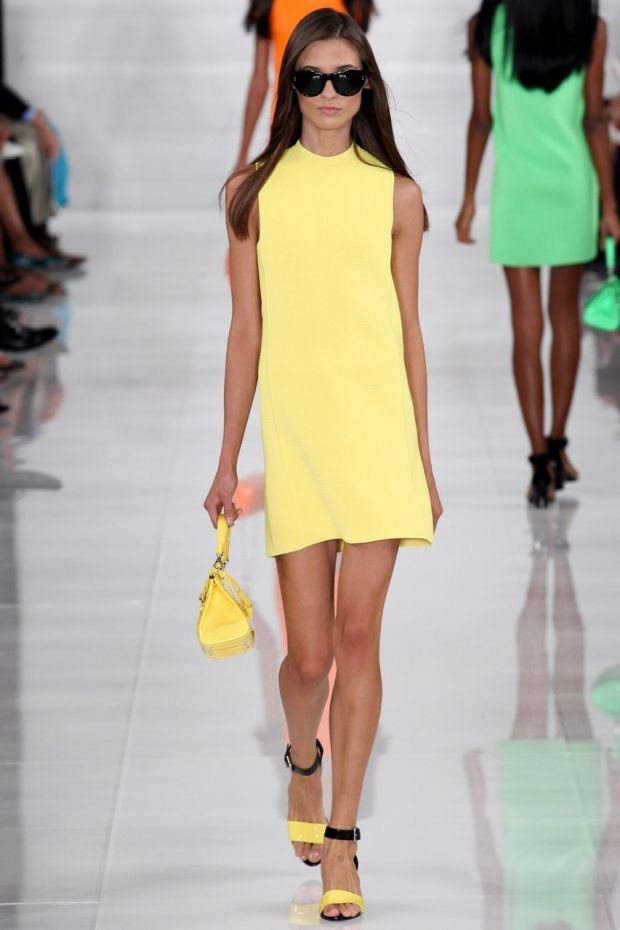 Как выбрать и с чем носить желтое платье: фото
