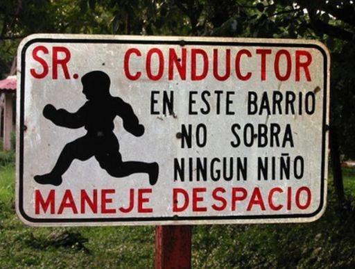Muy buena cartelera para la seguridad vial de los niños...