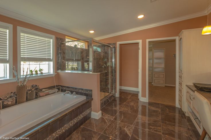 Beautiful master bath in the La Belle IV X4769H in Florida - 4 Bedrooms, 3 Baths, 2,847 Sq. Ft. triple wide manufactured home or modular home by Palm Harbor Homes
