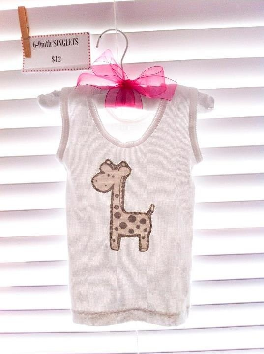 Giraffe tee. Boys/ girls. Size 1. $12 not inc postage