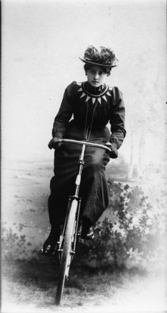 Bicycle girl, 1900