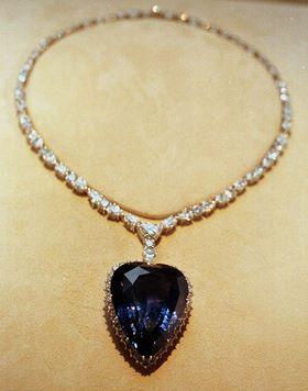 El mítico collar `Corazón del océano´ tiene un diamante azul de 15 quilates. Se hizo una réplica de la joya para la película Titanic. Archivo