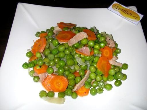 poivre, oignon, cube de bouillon, ail, persil, sel, carotte, lardons, petit pois