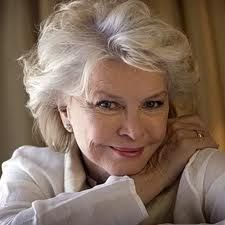Ellen Burstyn...I just love to see hollywood women who do not resort to cosmetic surgery, and instead choose to age gracefully....she is a beauty!