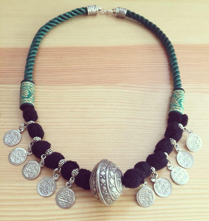 Gargantilla Made in Rajani Shop. PVP 14€. De en venta en el Facebook: Rajani Shop Online.