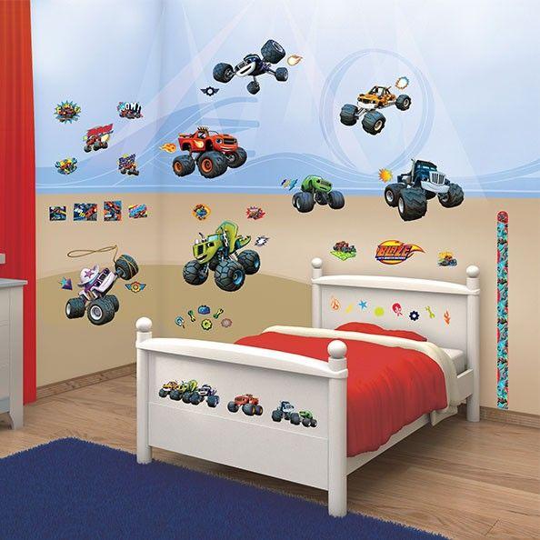 Verander je slaapkamer in een echte racebaan met deze stickers van Blaze en de monster machines. De set bestaat uit 50 stickers, geschikt voor muren, deuren en meubelen. De stoere stickers zijn eenvoudig te plakken, te verwijderen en te verplaatsen. Afmeting: verpakking 37 x 18 x 8 cm - Walltastic Muurstickers Blaze en de Monsterwielen