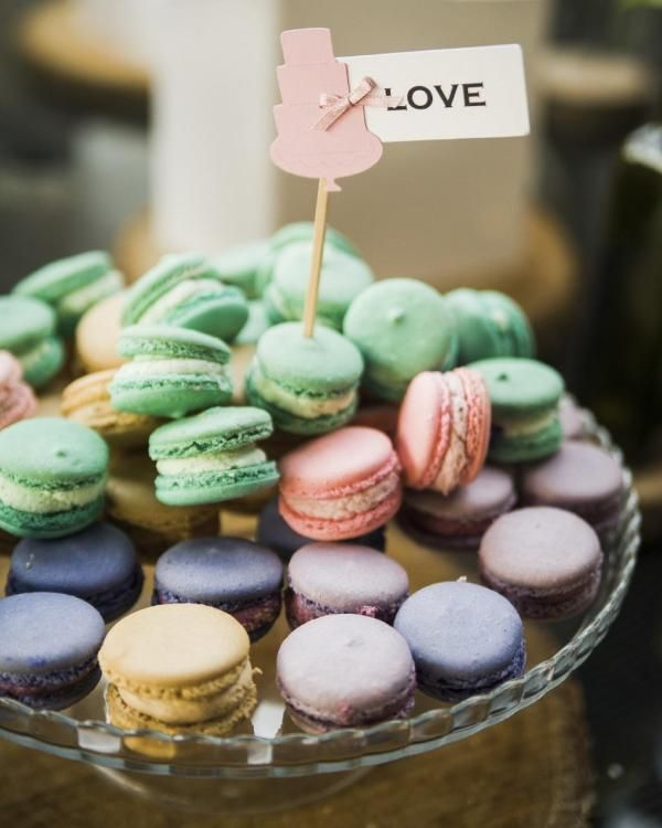 How to Make a Dessert Table for a Wedding #sweets #dessert #macarons #wedding #chic #decoration