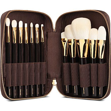 The Tom Ford Brush set brings ease and luxury to applying your makeup. Deluxe 12-piece brush set