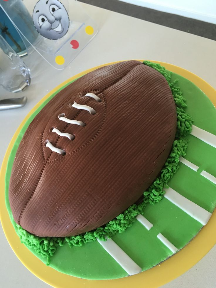 Rugby cake @createyourparty