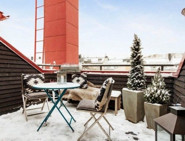 Make Your Own Winter Wonderland With These Winter Balcony Decor Ideas