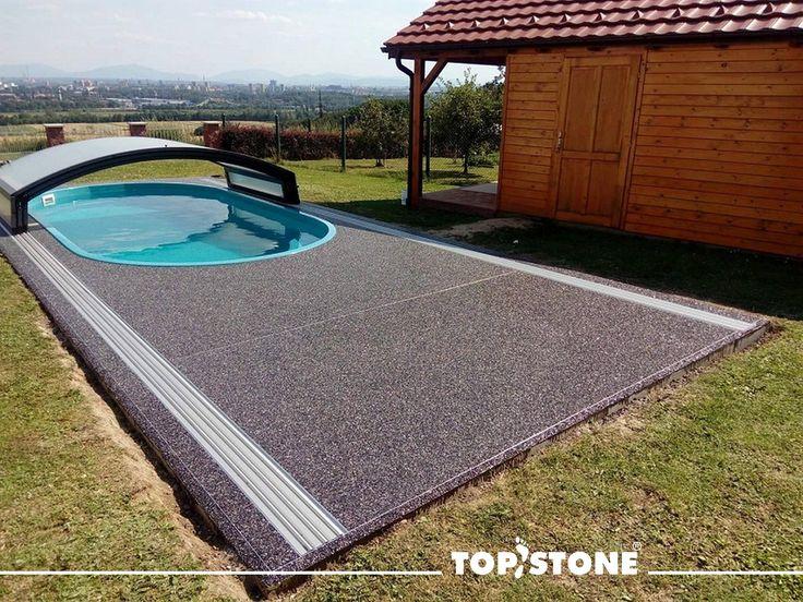Mramorový kamínek Grigio Carnico okolo bazénu na Ostravsku, aplikace na beton, penetrace TopFix a Grigio Carnico frakce 4-7 mm... a teď už jen šup do bazénu :) 🏊♂️🏊♀️💦💥👙🐳🐠🏝️  https://eshop.topstone.cz/kamenny-koberec-grigio-carnico-exterier.html  #topstone #mramorovýkoberec #kamennýkoberec #exteriér #létostopstone #bazén #swimmingpool #povrchbezespár #propouštívodu :)