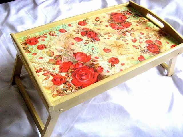 #Tavă #tip #masă, tavă pentru #servirea #mesei la #pat cu #model #floral /  #Table #tray, #bedside table with #floral #pattern / #테이블 #트레이, 꽃 #무늬가있는 #침대 #옆 #탁자 http://handmade.luxdesign28.ro/produs/tava-tip-masa-tava-pentru-servirea-mesei-la-pat-cu-model-floral-26332/