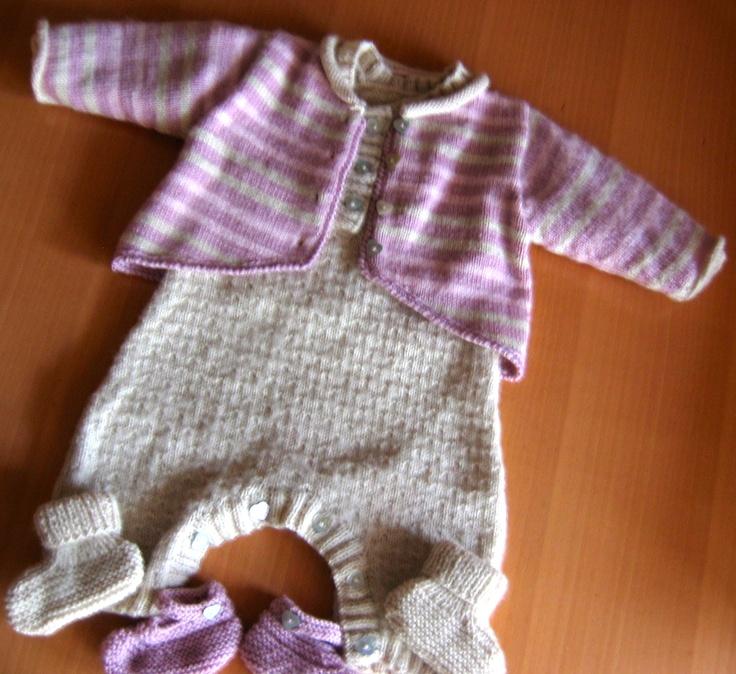 Ensemble 0-3 mois, combinaison (couleur laiteux), cardigan et chaussons assortis en Baby Superwash