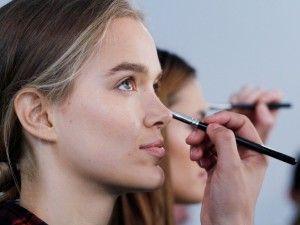 Come nascondere l'acne con il trucco: prodotti e consigli per una pelle perfetta