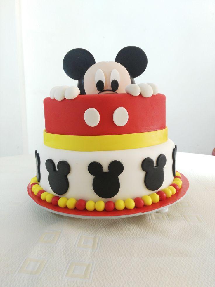 Torta de dos libra con personaje de Mickey Mouse. By Mia Reposteria Cali