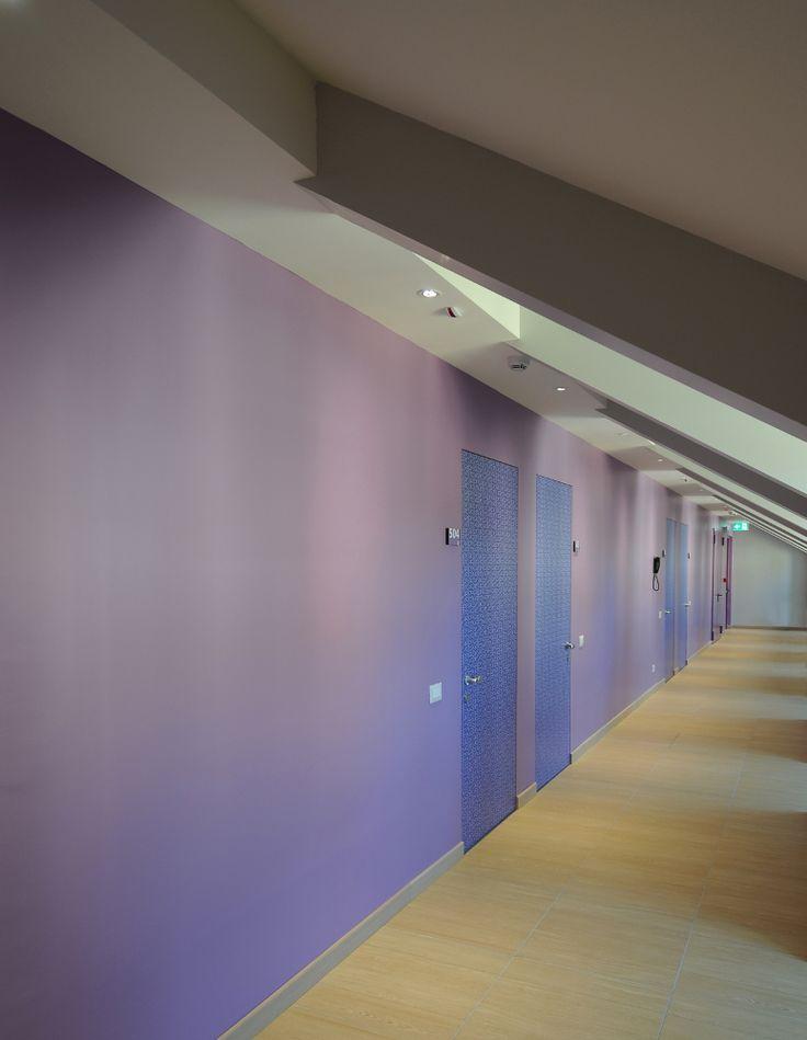 Scorcio del corridoio delle camere del piano ultravioletto (recupero del sottotetto), del collegio universitario Einaudi, sezione Po.  Progetto di ristrutturazione di Luca Moretto