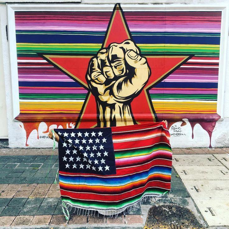La obra que nos aventamos para los @prophetsofrage 🌟 con la bandera de #nachobecerra y el talento de @francmun ✨ @juicy_colors @jenaro_visualcraft 💥 #unfucktheworld 🌎 #sprayart #streetart #streetlove #streetstyle #streetartmexico #streetartlovers #🎸 #🇲🇽 #🇺🇸 #mexico #mexican #pocho #cholo #gringo #chido #chale #chingon #sarape #zarape #powertothepeople #revolution #mexusa #usamex #california #prophetsofrage #streetartchilango @bepartofstreetart #bepartofstreetart