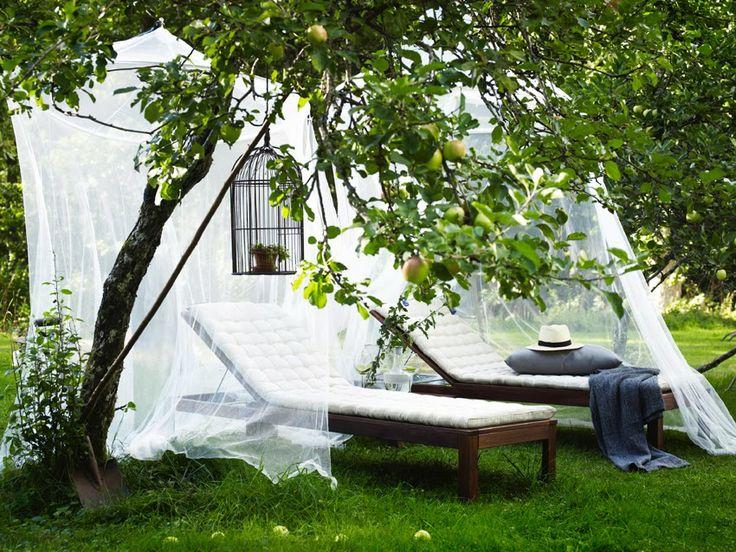 tumbonas (Äpplarö) con sus colchonetas y mosquiteras de Ikea
