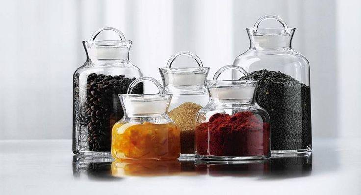 Aromaterapi, hvor olier er omdrejningspunktet, bliver flittigt brugt i andre europæiske lande, men i Danmark har vi endnu ikke fået øjenene op for terapien.