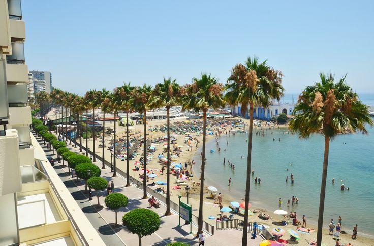 Increibles vistas de la playa y puerto deportivo desde la terraza del apartamento.