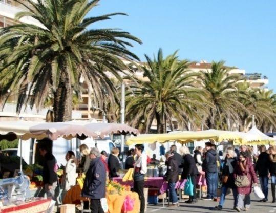 Marché de Fréjus plage le dimanche matin