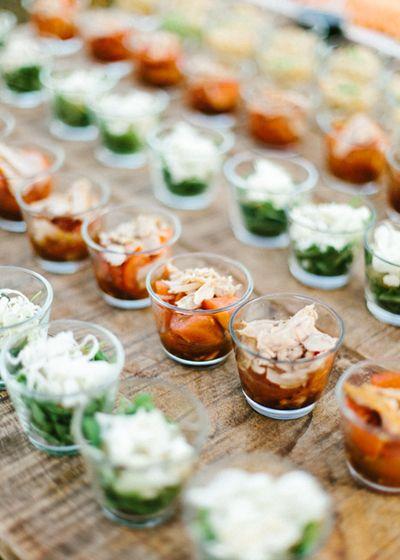 Buffet de ensaladas. Boda hipster al aire libre organizada por Detallerie. Salad's station. Outdoors hipster wedding by Detallerie.