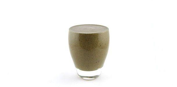 Wat voor groene smoothie? Spinazie banaan kers chocola smoothie? Ik kan me voorstellen dat je dat denkt, maar het is echt een hele lekkere groene smoothie! Ondanks die rare, ondefinieerbare kleur. Maak deze smoothie gewoon een keertje en oordeel zelf.