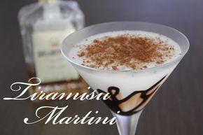 Maak het in een shaker of in een blender. Gebruik 1 barmaatje amaretto en 1 barmaatje melk. Om de cocktail wat aan te dikken gebruik je mascarpone. Voeg deze als je shaket wel één voor één toe en roer erbij met een barlepel om het helemaal vloeibaar te krijgen. Schenk de drank uit in een martiniglas. Van te voren het glas versieren met chocoladesaus. Als laatste garneer je je cocktail met cacaopoeder in het glas.