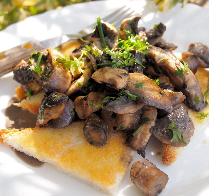 Weekly Meal Plan and a New 5:2 Diet Recipe for Fast Days - Creamy Garlic Mushrooms on Toast (190 Calories)