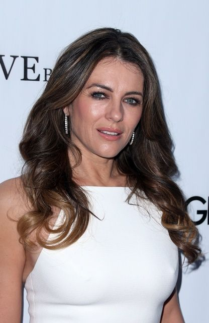 Elizabeth Hurley Defends Uma Thurman's Make-Up Mishap
