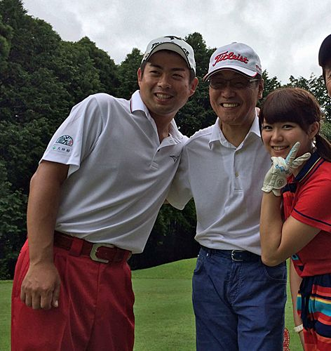 チャリティーゴルフで同組ラウンドした、左から池田勇太、五木ひろし、山内鈴蘭 ▼12May2014日刊スポーツ 勇太、SKE山内鈴蘭を「ゴルフ界で応援」 http://www.nikkansports.com/sports/golf/news/f-sp-tp1-20140513-1300459.html #Suzuran_Yamauchi #Yuta_Ikeda #Hiroshi_Itsuki