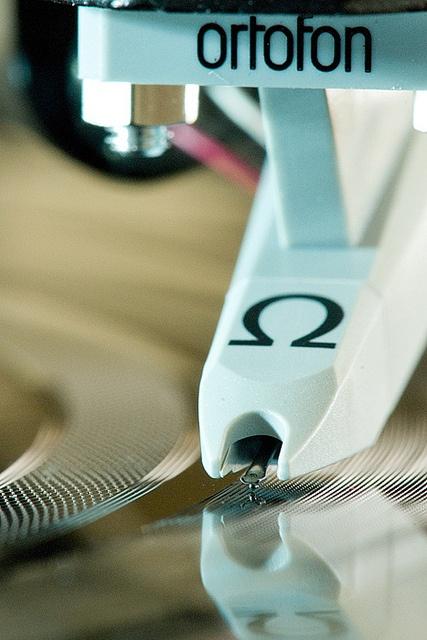 High end audio audiophile turntable Ortofon - www.remix-numerisation.fr - Rendez vos souvenirs durables ! - Sauvegarde - Transfert - Copie - Digitalisation - Restauration de bande magnétique Audio - MiniDisc - Cassette Audio et Cassette VHS - VHSC - SVHSC - Video8 - Hi8 - Digital8 - MiniDv - Laserdisc - Bobine fil d'acier - Digitalisation audio
